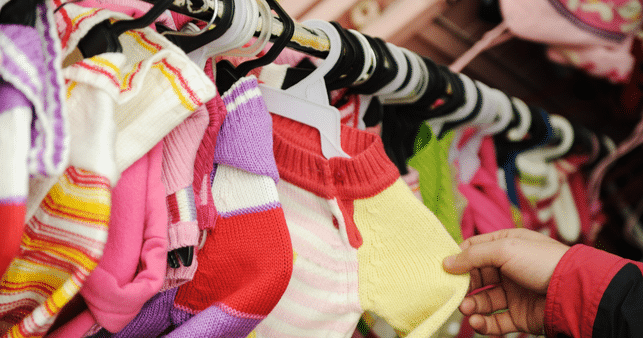 kids-clothes-on-rack